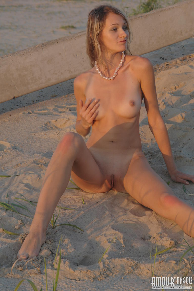 Uk naked blonde gallery