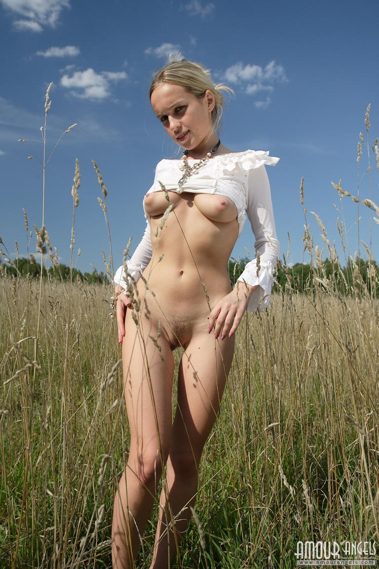 Free young girl nudist pics